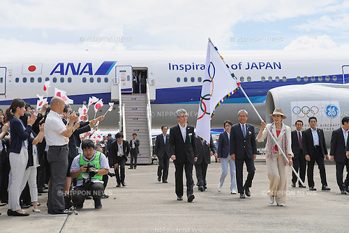 (L-R) Seiko Hashimoto,  JOCTsunekazu Takeda,  Yuriko Koike, <br /> AUGUST 24, 2016 : The Olympic flag welcoming ceremony at Haneda Airport in Tokyo, Japan. The Olympic flag was passed to new Tokyo governor Yuriko Koike from IOC President at the Rio de Janeiro 2016 Olympic Games closing ceremony on August 21. Tokyo will host the 2020 Olympic Games. (Photo by AFLO SPORT)