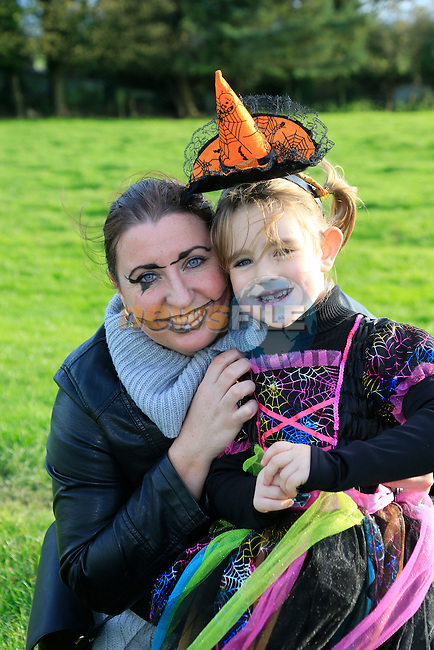 AnnMarie and Caoimhe McNally at the fancy dress in Slane<br /> Picture: Fran Caffrey www.newsfile.ie