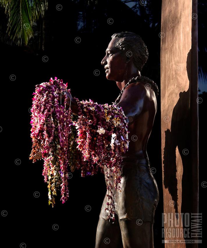 Duke Kahanamoku, Waikiki Beach, Honolulu, Hawaii; sculptor: Jan Gordon Fisher, Bronze Statue, 1990