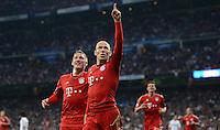 FUSSBALL   CHAMPIONS LEAGUE SAISON 2011/2012  HALBFINALE  RUECKSPIEL      Real Madrid - FC Bayern Muenchen           25.04.2012 Jubel nach dem 1:2: Bastian Schweinsteiger und Arjen Robben (v.l., beide FC Bayern Muenchen)