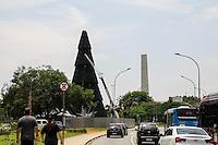 SAO PAULO,SP 22.11.2016 - MONTAGEM-ARVORE - Vista da arvore de natal sendo montada no parque do Ibirapuera, na tarde desta ter&ccedil;a-feira (22) na zona sul de S&atilde;o Paulo. <br /> <br /> (Foto:Fabricio Bomjardim/Brazil Photo Press)
