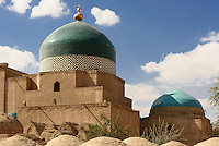 2-Kuppelmausoleum in der Altstadt Ichan Qala, Chiwa, Usbekistan, Asien, UNESCO-Weltkulturerbe<br /> 2 domed mausoleum in the  hitoric city Ichan Qala, Chiwa, Uzbekistan, Asia, UNESCO heritage site