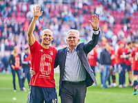 Trainer Jupp HEYNCKES (FCB) celebration and Arjen ROBBEN, FCB 10 <br />
