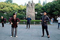 "China. Shanghai. Downtown. City center. Fuxing Park. Fuxing means revival. Early morning a group of chinese women are doing their daily exercices. They practise "" Tai Chi"" (chinese martial art) near the statue of Karl Marx and Friedrich Engels .  © 2002 Didier Ruef"