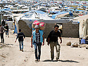 Iraq 2013 .In Domiz Refugee Camp, smugglers making the round trip between Iraq and Syria   .Irak 2013 .Dans le camp de Domiz, des contrebandiers faisant l'aller-retour entre l'Irak et la Syrie