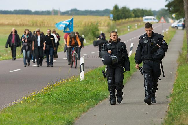 Protest gegen Gefechtsuebungszentrum der Bundeswehr in Letzlingen, Sachsen-Anhalt.<br /> Etwa 150 Menschen protestierten am Samstag den 15. September 2012 gegen das Gefechtsuebungszentrum der Bundeswehr  (GUeZ) in Letzlingen. Sie protestierten vor dem Zugang zum GUeZ und zogen mit einer Spontandemonstration ueber die nahegelegene Bundesstrasse. Die Spontandemonstration wurde von der Polizei gestoppt und die Teilnehmer wurden festgesetzt. Nach Aufnahme der Personalien erhielten sie einen Platzverweis.<br /> Im Bild: Hessische Polizeibeaemte eskortiert eine Gruppe Menschen nach einer Personenkontrolle zu einer genehmigten Kundgebung.<br /> 15.9.2012, Berlin<br /> Copyright: Christian-Ditsch.de<br /> [Inhaltsveraendernde Manipulation des Fotos nur nach ausdruecklicher Genehmigung des Fotografen. Vereinbarungen ueber Abtretung von Persoenlichkeitsrechten/Model Release der abgebildeten Person/Personen liegen nicht vor. NO MODEL RELEASE! Nur fuer Redaktionelle Zwecke. Don't publish without copyright Christian-Ditsch.de, Veroeffentlichung nur mit Fotografennennung, sowie gegen Honorar, MwSt. und Beleg. Konto: I N G - D i B a, IBAN DE58500105175400192269, BIC INGDDEFFXXX, Kontakt: post@christian-ditsch.de<br /> Bei der Bearbeitung der Dateiinformationen darf die Urheberkennzeichnung in den EXIF- und  IPTC-Daten nicht entfernt werden, diese sind in digitalen Medien nach &sect;95c UrhG rechtlich geschuetzt. Der Urhebervermerk wird gemaess &sect;13 UrhG verlangt.]