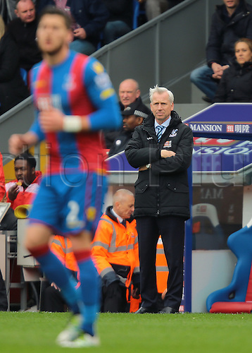 09.04.2016. Selhurst Park, London, England. Barclays Premier League. Crystal Palace versus Norwich. Crystal Palace Manager Alan Pardew watches the game closely