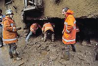 - Valtellina, hotel collapsed in Tartano as  result of the exceptional rains and landslides (July 1987)....- Valtellina, crollo del'albergo di Tartano a seguito delle pioggie eccezionali e delle frane (luglio 1987)