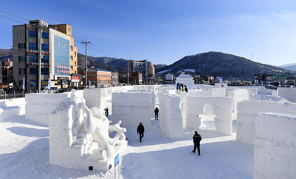 "Visitors walking through the ""Snow Land"" ice sculpture park in Pyeongchang, South Korea, 07 February 2018. The Pyeongchang 2018 Winter Olympics take place between 09 and 25 February. Photo: Tobias Hase/dpa /MediaPunch ***FOR USA ONLY***"