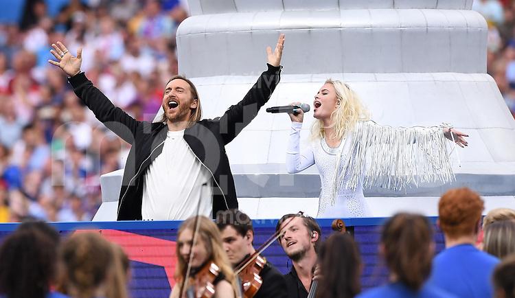 FUSSBALL EURO 2016 FINALE IN PARIS  Frankreich - Portugal         10.07.2016 Impressionen von der Abschlussfeier: DJ David Guetta (li) und Zara Larsson (re)