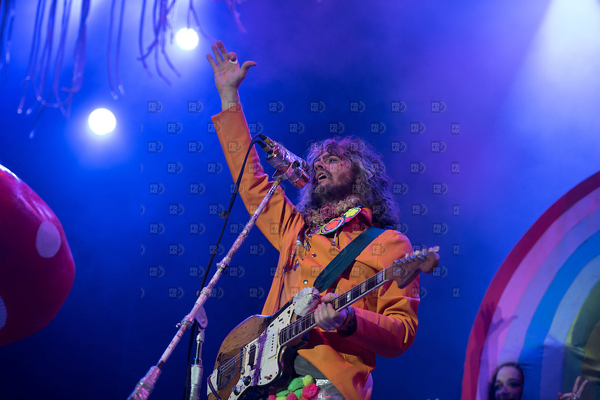 PAPANTLA, MEXICO - MARCH 20:  Wayne Coyne of The Flaming Lips performs on stage during the second day of the Cumbre Tajin 2015 on March 20, 2015 in Papantla, Mexico. (Photo by Ernesto Ortiz/LatinContent/Getty Images)<br />  PAPANTLA, VERACRUZ, D.F. 20  Marzo.- The Flaming Lips  durante el Festival Cumbre Tajin 2015 en  Papantla, Veracruz, M&eacute;xico, el 120 de Marzo de 2015.  FOTO: ALEJANDRO MELENDEZ