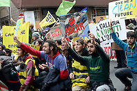 Roma, 29 Novembre 2015<br /> Marcia per il clima, in contemporanea con il summit Cop 21 a Parigi.<br /> Rome Italy, 29th November 2015To coincide with the Paris United Nations Climate summit this weekend an similar marches being held across the world, ten of thousands have taken to the streets of Rome to demand action on Climate change