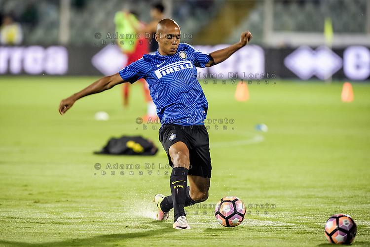 Joao Mario (Inter) The second goal of Mauro Icardi  (inter) during the Italian Serie A football match Pescara vs SSC Inter on September 11, 2016, in Pescara, Italy. Photo by Adamo DI LORETO
