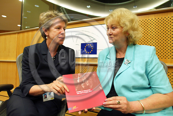 BRUSSELS -BELGIUM - 11 JULY 2006 -- ETF Director Muriel DUNBAR (L), presented a new ETF book, Women in Education nd Employment 2010, to MEP Anna ZABORSKA, Chairwoman of the EP Committee on Women's Rights and Gender Equality. PHOTO: ERIK LUNTANG / EUP-IMAGES