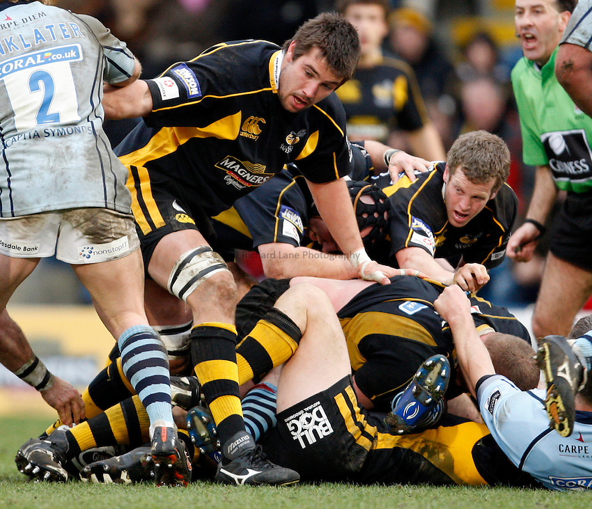 Photo: Richard Lane/Richard Lane Photography. .London Wasps v Bristol Rugby. Guinness Premiership. 23/02/3008. Wasps' Matt Corker and Dave Walder at a ruck.