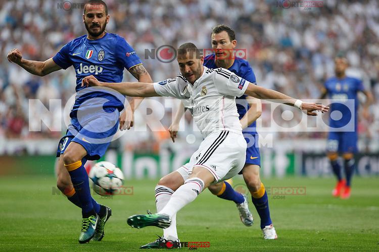 Real Madrid´s Karim Benzema and Juventus´s Leonardo Bonucci during the Champions League semi final soccer match between Real Madrid and Juventus at Santiago Bernabeu stadium in Madrid, Spain. May 13, 2015. (ALTERPHOTOS/Victor Blanco) /NortePhoto.COM
