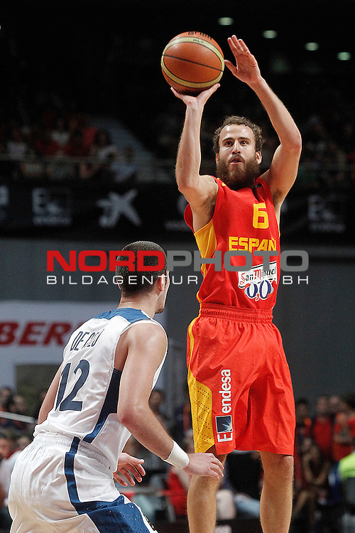 Spain's Sergio Rodriguez (r) and France's Nando de Colo during friendly match.August 23,2012. Foto © nph / Acero)