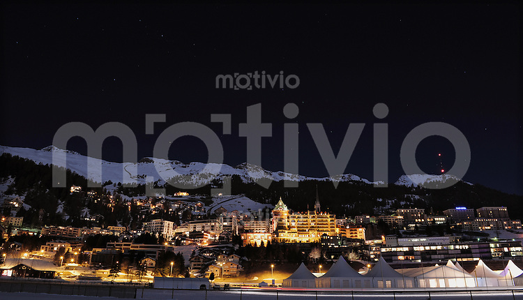 St. Moritz 19.02.2011 Eine Nachtansicht von St. Moritz-Dorf mit dem Palace Hotel (Mitte)