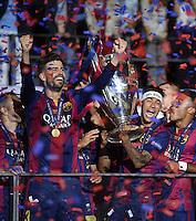 FUSSBALL  CHAMPIONS LEAGUE  FINALE  SAISON 2014/2015   Juventus Turin - FC Barcelona                 06.06.2015 Der FC Barcelona gewinnt die Champions League 2015: Gerard Pique, Adriano, Neymar und Rafael Alcantara Rafinha (v.l.) jubeln mit dem Pokal