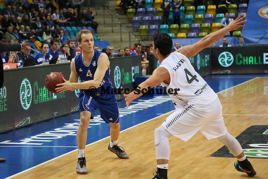 Mikko Koivisto (SKyliners) gegen Arvin Slagter (Den Bosch) - Fraport Skyliners vs. Shooters Den Bosch, Fraport Arena Frankfurt