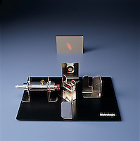 MICHELSON INTERFEROMETER<br /> Michelson Interferometer<br /> Simple model used to demonstrate Michelson-Morley experiment & determine minute quantities