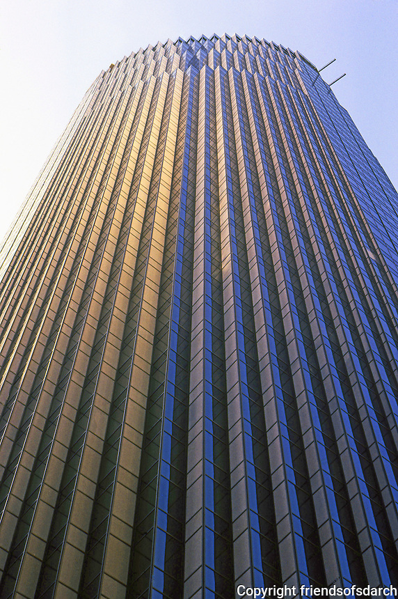 Philip Johnson: 101 California St., San Francisco--upper facade. Photo '83.
