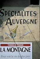 Europe/France/Auverne/63/Puy-de-Dôme/Gare de Laqueuille:  Mur peint représenatnt les spécialités de l'Auvergne