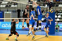 GRONINGEN - Volleybal, Lycurgus - Taurus, Alfa College, Eredivisie, seizoen 2017-2018, 04-11-2017, Taurus speler Flor Polinder slaat de bal langs het blok van Lycurgus speler Dennis Borst