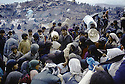 Irak 1991.Les Kurdes campant à la frontiere Irak- Turquie et la distribution d'eau potable.Iraq 1991.Kurdish refugees on the border Iraq-Turkey looking for drinking water