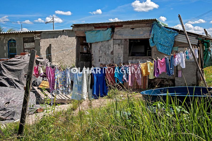 Barracos de favela no Bairro Pontal. Nova Iguaçu. Rio de Janeiro. 2012 Foto de Ubirajara Machado.
