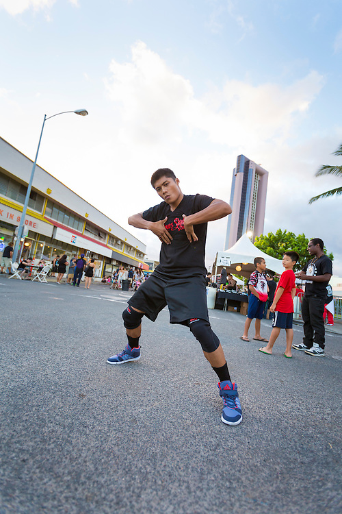 The Honolulu Night Market on Auahi Street takes place the third Saturday of every month in the Kakaako district of Honolulu, Oahu, Hawaii.  The night market features food trucks and stalls, performers of all sorts, a skate board ramp, artists, pop-up stores and art galleries.