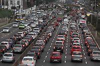 SÃO PAULO, SP, 30/07/2012, TRANSITO.  A Av. Radial Leste tem trafego intenso no sentido do  centro na  manha dessa 2ª Feira (30). Luiz Guarnieri/ Brazil Photo Press