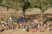 ETHIOPIA, Southern Nations, Lower Omo valley, village market / AETHIOPIEN, Omo Tal, markt im Dorf