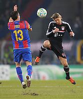 FUSSBALL  CHAMPIONS LEAGUE  SAISON 2011/2012 Achtelfinale Hinspiel  22.02.2012 FC Basel - FC Bayern Muenchen  Alexander Frei (li, FC Basel) gegenAnatoliy Tymoshchuk , Anatoli Timoschtschuk (re, FC Bayern Muenchen)