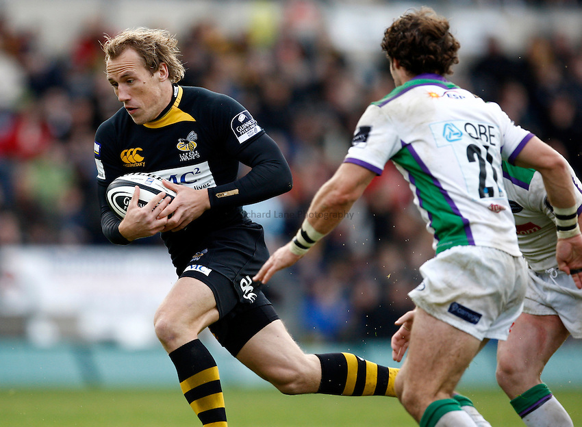 Photo: Richard Lane/Richard Lane Photography. London Wasps v Leeds Carnegie. Guinness Premiership. 01/11/2009. Wasps' Eoghan Hickey attacks.