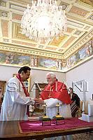 Pope Benedict XVI and Sri Lanka's President Mahinda Rajapaska meet during a private audience at the Vatican, Monday, Dec. 1, 2008..