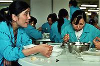 Bacau / Romania<br /> La Sonoma, industria tessile dove vengono prodotti capi di lusso per vari marchi importanti del 'Made in Italy', è un vero esempio di globalizzazione nel mondo del lavoro: fabbrica rumena, AD italiano, operai provenienti da Cina e Bangladesh. Nella foto alcune operaie cinesi durante la pausa pasto, Vivono nella fabbrica, lavorano il doppio di un operaio rumeno e costano la metà.<br /> Sonoma textil factory in Bacau is an example of globalization: italian AD, romanian factory, workers from Chine and Bangladesh. In the picture some Chinese workers during the meal break, live in the factory, working twice a Romanian worker and are half price. Photo Livio Senigalliesi