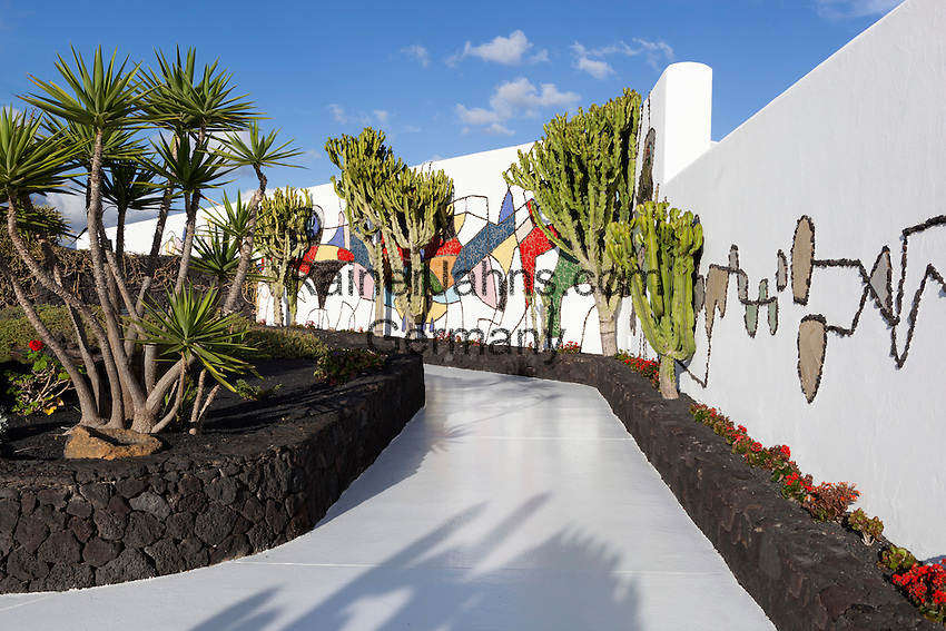 Spain, Canary Island, Lanzarote, Taro de Tahiche: Mosaic of César Manrique at Fundacion Cesar Manrique | Spanien, Kanarische Inseln, Lanzarote, Taro de Tahiche: Mosaik von César Manrique in der Stiftung - Fundación César Manrique