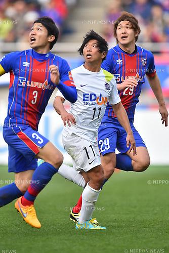 (L-R) Masato Morishige (FC Tokyo), Hisato Sato (Sanfrecce), Kazunori Yoshimoto (FC Tokyo), APRIL 18, 2015 - Football /Soccer : 2015 J1 League 1st stage match between F.C. Tokyo 1-2 Sanfrecce Hiroshima at Ajinomoto Stadium in Tokyo, Japan. (Photo by AFLO)