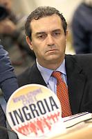 CONFRENZA STAMPA D I PRESENTAZIONE  CANDIDATI  DI RIVOLUZIONE CIVILE PER LA CAMPANIA .NELLA FOTO LUIGI DE MAGISTRIS.FOTO CIRO DE LUCA
