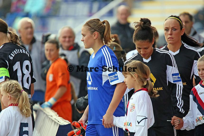 Neue Stammtorfrau Anke Preuß (FFC) läuft ein - 1. FFC Frankfurt vs. ASD Torres Femminile, UEFA Champions League Achtelfinal Hinspiel, Stadion am Brentanobad