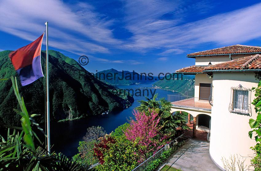 CHE, Schweiz, Tessin, Villa auf dem Monte Bre mit Blick auf den Luganer See   CHE, Switzerland, Ticino, Villa at Monte Bre with view across Lago Lugano