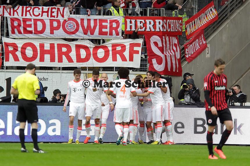 Tor fuer Bayern und Jubel um Bastian Schweinsteiger