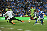 BOGOTA - COLOMBIA -21 - 02 - 2016: Andres Escobar (Der.) jugador de Millonarios disputa el balón con Sebastian Lopez (Izq.) portero de Jaguares FC, durante partido de la fecha 5 entre Millonarios y Jaguares FC, de la Liga Aguila I-2016, jugado en el estadio Nemesio Camacho El Campin de la ciudad de Bogota.   / Andres Escobar (R) player of Millonarios vies for the ball with Sebastian Lopez (L) goalkeeper of Jaguares FC, during a match between Millonarios and Jaguares FC, for the date 5 of the Liga Aguila I-2016 at the Nemesio Camacho El Campin Stadium in Bogota city, Photo: VizzorImage / Luis Ramirez / Staff.