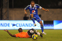 ENVIGADO -COLOMBIA-25-01-2014. Fabio Burbano (Izq) de Envigado disputa el balón con Mayer Candelo (Der) de Millonarios durante partido por la fecha 1 de la Liga Postobón I 2014 realizado en el Polideportivo Sur de la ciudad de Envigado./ Fabio Burbano (L) of Envigado fights for the ball with Mayer Candelo (R) of Millonarios during match for the 1st date of the Postobon League I 2014 at Polideportivo Sur in Envigado city.  Photo: VizzorImage/Luis Ríos/STR