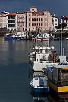 Europe/France/Aquitaine/64/Pyrénées-Atlantiques/Pays-Basque/Saint-Jean-de-Luz: Le port de pêche et la Maison de l'Infante