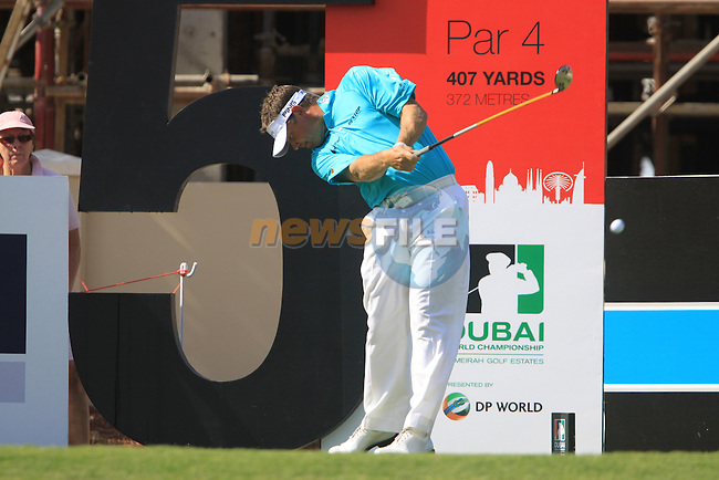 Lee Westwood tees off on the 5th hole during the opening round of Day 1 at the Dubai World Championship Golf in Jumeirah, Earth Course, Golf Estates, Dubai  UAE, 19th November 2009 (Photo by Eoin Clarke/GOLFFILE)