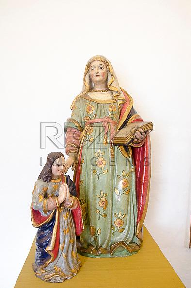 Sant' Ana Mestra com Nossa Senhora Menina, século XVII, barro cozido e policromado. Acervo do Museu de Arte Sacra de São Paulo, São Paulo - SP, 02/2013.