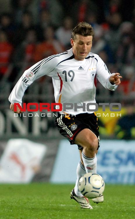 EM 06/07 Qualifikation Gruppe: D - <br /> Europameisterschafts-Endrunde<br /> <br /> Tschechien ( CZE ) - Deutschland ( GER ) 1 - 2<br /> <br /> Bernd Schneider<br /> <br /> Foto :&copy; nph (nordphoto)  *** Local Caption ***