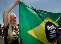 ATENCAO EDITOR: FOTO EMBARGADA PARA VEICULOS INTERNACIONAIS - BRASILIA, DF, 07 SETEMBRO 2012 - DIA DO BASTA - Protesto contra corrupcao apos desfile Civico-Militar em comemoraca ao Dia 7 de Setembro na cidade de Brasilia na manha dessa sexta-feira. FOTO: VANESSA CARVALHO - BRAZIL PHOTO PRESS.